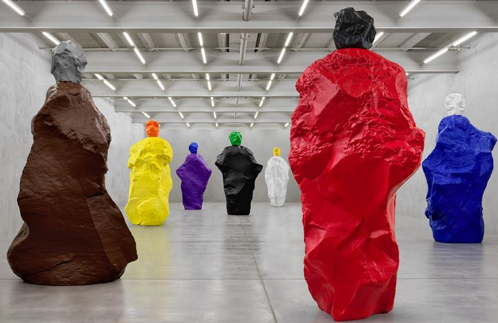 Exhibition view: Ugo Rondinone, nuns + monks, Galerie Eva Presenhuber, Maag Areal, Zurich (12 September–19 December 2020). © Ugo Rondinone. Courtesy the artist and Galerie Eva Presenhuber, Zurich / New York. Photo: Stefan Altenburger Photography, Zurich.