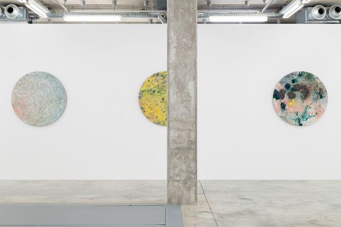 Exhibition view: Jean-Baptiste Bernadet,Signs, Almine Rech, Brussels(9 January–1 February 2020). Courtesy Almine Rech. © Courtesy the Artist and Almine Rech. Photo: Hugard & Vanoverschelde.