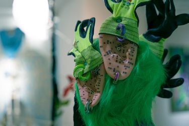 Exhibition view: Chen Pin Tao aka AznGothBoy, Violin makers and Seamstresses I: The Caveman, The Literati, The Iconoclast, de Sarthe, Hong Kong (18 September–2 October 2021). Courtesy de Sarthe.