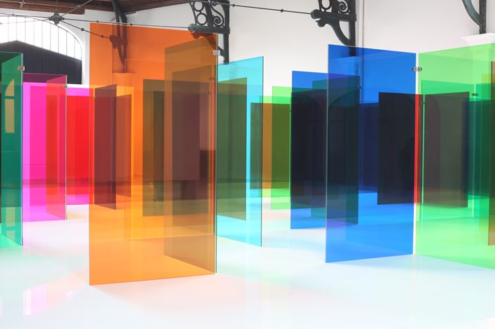 Exhibition view:Carlos Cruz-Diez,Labyrinthus,La Patinoire Royale – galerie Valérie Bach, Brussels (25 April–27 July 2019). © Adagp, Paris 2019. Courtesy La Patinoire Royale – galerie Valérie Bach.