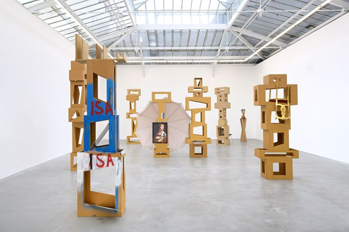 Exhibition view: Isa Genzken, Paris New York, David Zwirner, Paris (29 August–10 October 2020). Courtesy David Zwirner.