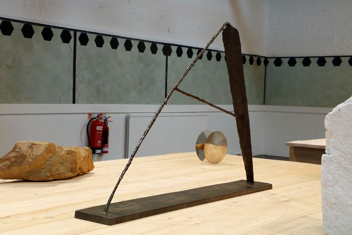 Exhibition view: Group Exhibition, Dialectical Materialism: Aspects of British Sculpture since the 1960s, Karsten Schubert, 1 Park Village East, London (28 September–6 October 2019). Courtesy Karsten Schubert.