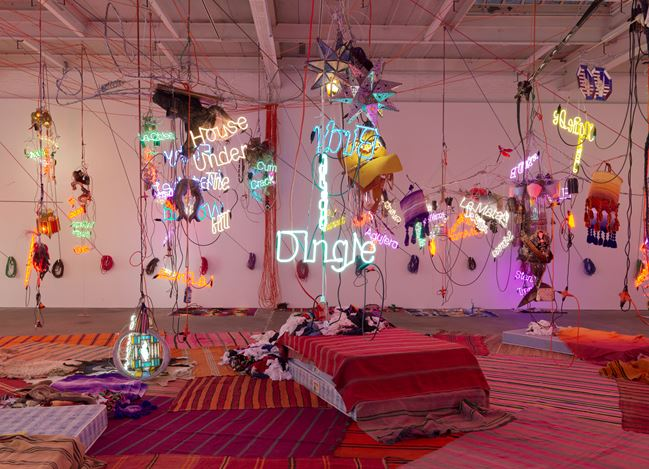 Exhibition view: Jason Rhoades, Tijuanatanjierchandelier, David Zwirner, 19th Street, New York (24 October–7 December 2019). Courtesy David Zwirner.