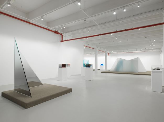 Exhibition view: Larry Bell, Still Standing, Hauser & Wirth, 22nd Street, New York (6–31 July 2020). © Larry Bell. Courtesy the artist and Hauser & Wirth. Photo: Dan Bradica.