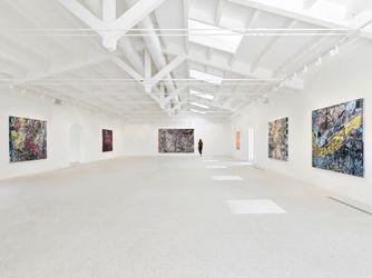 Exhibition view: Mark Bradford, Masses and Movements, Hauser & Wirth, Menorca (19 July–31 October 2021). © Mark Bradford. Courtesy the artist and Hauser & Wirth. Photo: Stefan Altenburger.
