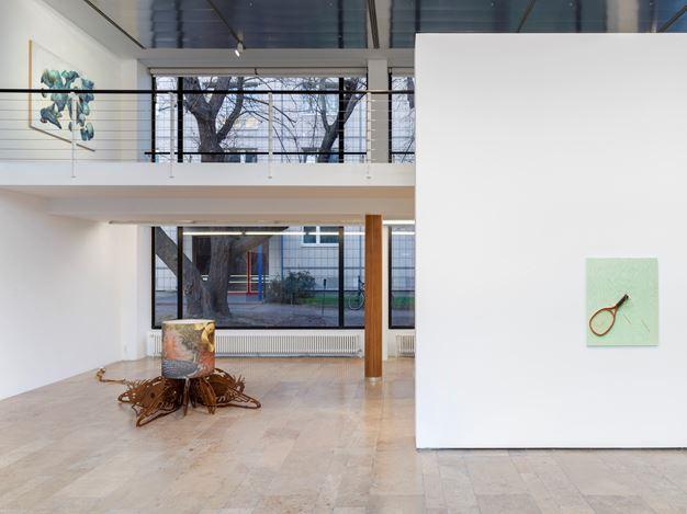 Exhibition view: Group Exhibition,Infinite Games, Capitain Petzel, Berlin (21 November 2020–30 January 2021). Courtesy Capitain Petzel. Artworks:Seth Price,90s Style Teeth(2018), Jorge Pardo Untitled(2012),Laura Owens,Untitled (2016).
