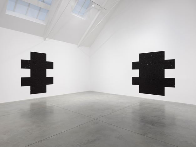 Exhibition view: Mary Corse,Variations,Lisson Gallery, Bell Street, London (6 October–7 November 2020). © Mary Corse. Courtesy Lisson Gallery.