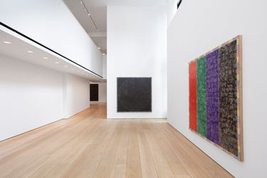Exhibition view: McArthur Binion,Modern:Ancient:Brown, Lehmann Maupin, 501 West 24th Street, New York (9 September–23 October 2021). Courtesy the artist and Lehmann Maupin, New York, Hong Kong, Seoul, and London.Photo: Daniel Kukla.