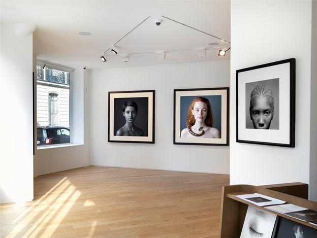 Exhibition view: Jean-Baptiste Huynh, Woman - Portrait de la beauté, Galerie Lelong & Co., 38 Avenue Matignon, Paris (18 February–11 May 2019). Courtesy Galerie Lelong & Co.