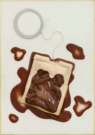 Claes Oldenburg, Tea Bag (1966). From the portfolio 'Four on Plexiglas'. Edition of 125. Published by Multiples, Inc. © 1966 Claes Oldenburg. Courtesy Marian Goodman Gallery.