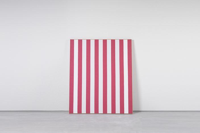 Photo Souvenir: DANIEL BUREN,Peinture Acrylique Blanche sur Tissu Rayé Blanc et Rouge, December 1970, paint on white and red striped cotton canvas, 156.8 x132.1cm