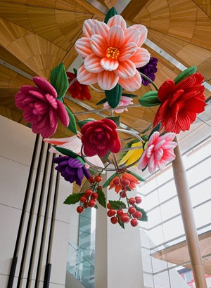 Flower Chandelier by Choi Jeong Hwa contemporary artwork