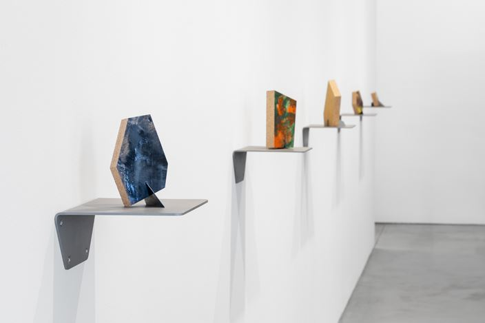 Exhibition view: Richard Deacon, Family, Galerie Thomas Schulte, Berlin (6 July–31 August 2019). Courtesy Galerie Thomas Schulte. Photo: © Stefan Haehnel.