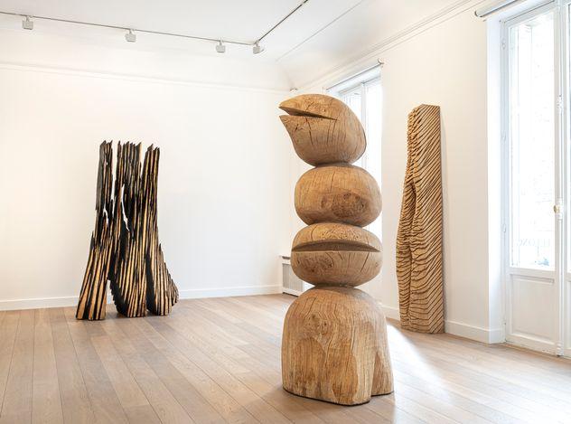 Exhibition view: David Nash,The Many Voices of the Trees, Galerie Lelong & Co., Rue de Téhéran, Paris (11 March–20 April 2021).Courtesy Galerie Lelong & Co.