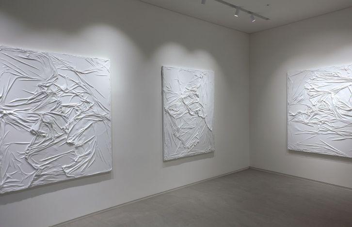 Exhibition view: Huseyin Sami, White and White, Jason Shin, Gyeonggi-do (25 August–14 October 2021). Courtesy Jason Shin.
