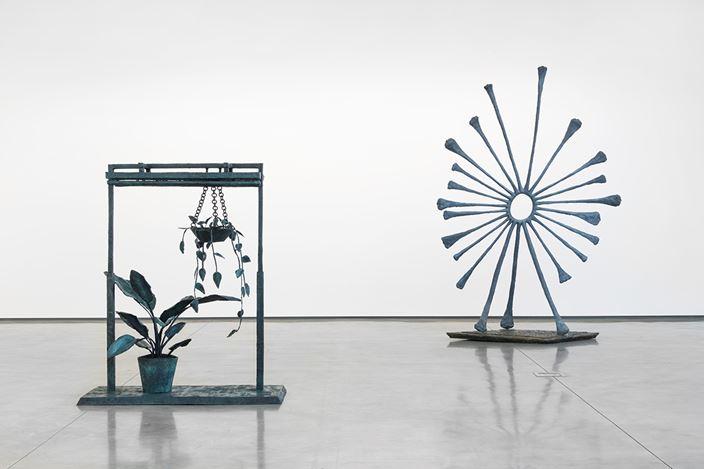 Exhibition view: Evan Holloway, Outdoor Sculptures, David Kordansky Gallery, Los Angeles (12 January–2 March 2019). Courtesy David Kordansky Gallery, Los Angeles. Photo: Jeff McLane