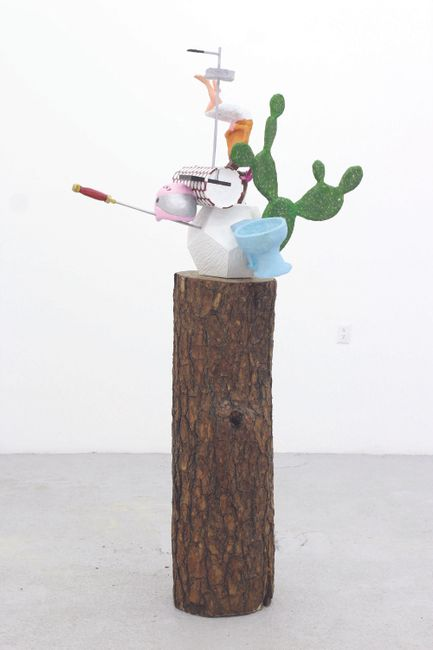 Las cosas antiguas que nos pertenecen (Dodecahedron/toilet) by Gabriel Rico contemporary artwork