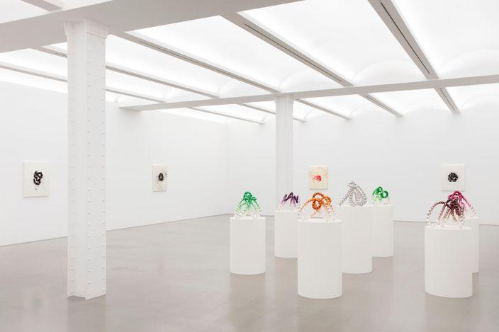 Exhibition view: Jean-Michel Othoniel, Wild Rosebuds, Perrotin, New York (17 June–13 August 2021). © Jean-Michel Othoniel / ADAGP, Paris & ARS, New York, 2021.Courtesy the artist and Perrotin.Photo: Guillaume Ziccarelli.