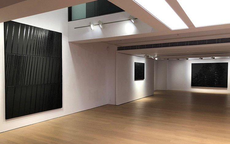 Exhibition view: Pierre Soulages, Beyond Black,Alisan Fine Arts, Central (20 May—29 June 2019). Courtesy Alisan Fine Arts.