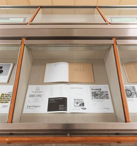Exhibition view: Christopher Williams, Kochgeschirr (Adapted for Use),Capitain Petzel, Berlin (28 April–5 June 2021). © the artist. Courtesy Capitain Petzel, Berlin. Photo: Jens Ziehe.