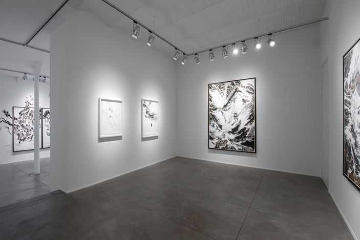 Exhibition view: Abdelkader Benchamma, Signes, Templon, Brussels (3 September–24 November 2020). ©Courtesy Templon, Paris–Brussels. Photo:Isabelle Arthuis.