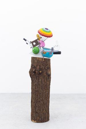 Las cosas antiguas que nos pertenecen (Tetahedron/parachute) by Gabriel Rico contemporary artwork