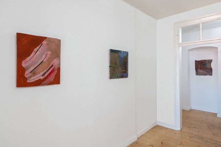 Exhibition view: Charlotte Mumm, Imaginary Cities, Galerie Tanit, Munich (10 June—10 September 2021). Courtesy Galerie Tanit.