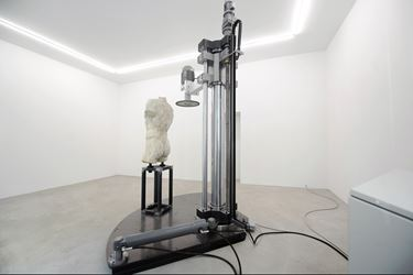 Exhibition view: Arcangelo Sassolino, Damnatio Memoriae, Rolando Anselmi, Berlin (17 September–15 December 2016). Courtesy Rolando Anselmi, Berlin.