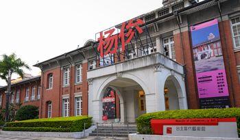 """""""杨俊:艺术家,合作者,他们的展览与三个场域"""",是个展还是联展?"""