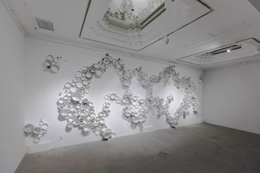 Exhibition view:GANWU: Sensing the Material, Pearl Lam Galleries, Shanghai (7 January–5 March 2018). Courtesy the artist and Pearl Lam Galleries.