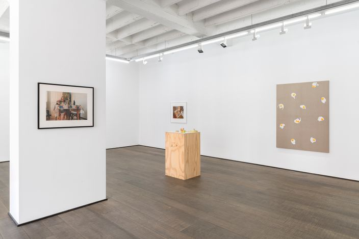 Exhibition view: Group Exhibition, Breakfast Club, rodolphe janssen, Brussels (24 April–22 May 2021). Courtesy rodolphe jassen. Photo:HV photography.