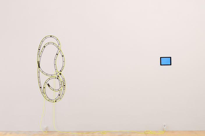Exhibition view: Brigitte Kowanz,von neuem anders, anders als es vorher war, Galerie Krinzinger, Vienna (3 September–17 October 2020). Courtesy Galerie Krinzinger.