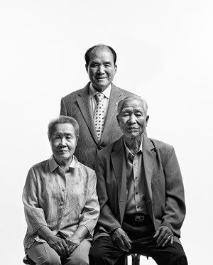 Eternal Family. Kim Hongtae (Father and Mother) by BYUN Soonchoel contemporary artwork