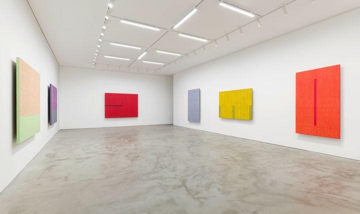 Exhibition view: Park Seo-Bo, Kukje Gallery K1, Seoul (15 September–31 October 2021). Courtesy Kukje Gallery.