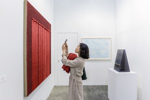Ha Chong-Hyun and De Wain Valentine, Almine Rech Gallery, Art Basel in Hong Kong (29–31 March 2019). Courtesy Ocula. Photo: Charles Roussel.