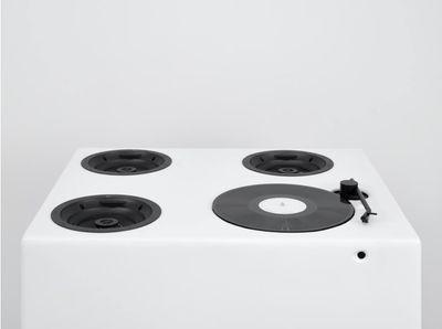 Hugh Hayden, Rhythm (2020). Record player, vinyl, speakers, amplifier, plywood, enamel. 97.5 x 77.5 x 67.5 cm. © Hugh Hayden.
