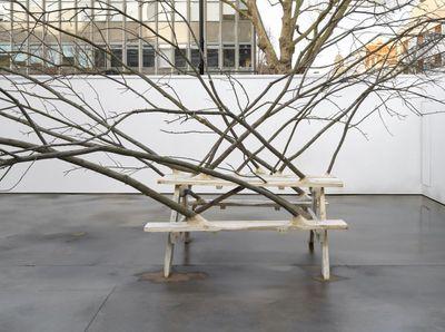 Hugh Hayden, Communion (2020). Chestnut with steel hardware. 366 x 1020 x 640 cm. Exhibition view: American Food, Lisson Gallery, London (12 March–31 July 2020). © Hugh Hayden.