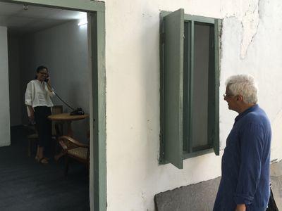Artists Vivaan Sunderam observing Shilpa Gupta interact with a work at the Kochi-Muziris Biennale (12 December–29 March 2019).