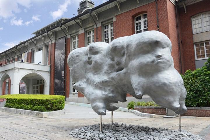 Li Chen, Mood Swing (2012). Exhibition view: Being: In / Voluntary Drift, Museum of Contemporary Art, Taipei (1 July–29 August 2017. Courtesy Museum of Contemporary Art, Taipei. Photo: Wu Yushan.