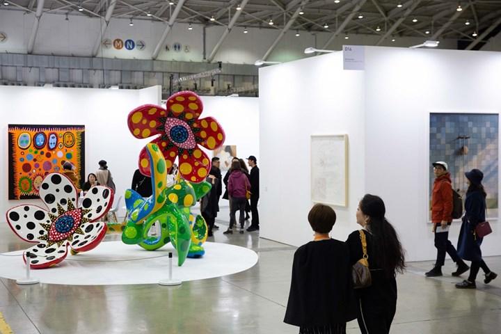 Yayoi Kusama, Flowers That Bloom at Midnight (2010 and 2016). Exhibition view: Ota Fine Arts, Taipei Dangdai (18–20 January 2019). Courtesy Taipei Dangdai.