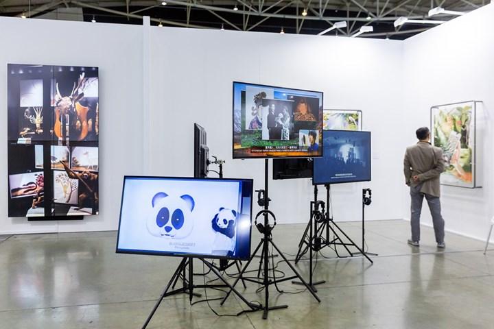 Hsu Chia-Wei, Black and White–Giant Panda (2018). Exhibition view: Liang Gallery, Taipei Dangdai (18–20 January 2019). Courtesy Taipei Dangdai.
