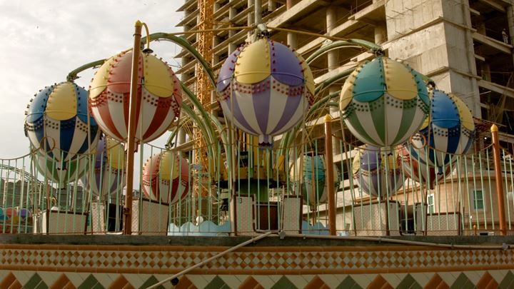 Bani Abidi, Funland – Karachi Series II (2012) (still). Courtesy the artist.