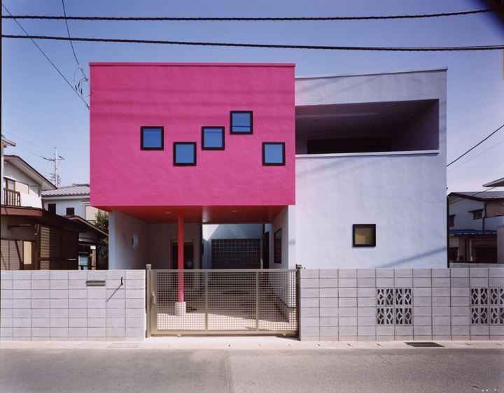 Dominique Gonzalez-Foerster, Moment Dream House. Courtesy the artist, Gallery Koyanagi, Tokyo; and Tokyo Opera City Art Gallery.