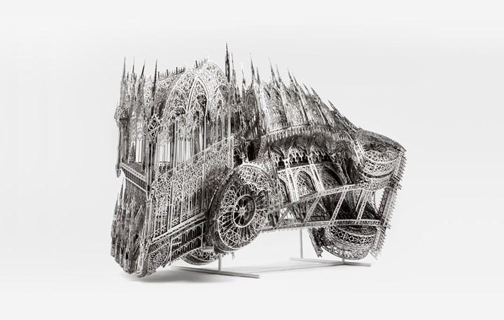 Wim Delvoye, Twisted Dump Truck (Clockwise) – scale model 1/4 (2013). Laser-cut stainless steel. 94 x 176 x 76cm. Courtesy Perrotin. © Studio Wim Delvoye, Belgium / ADAGP, Paris & SACK, Seoul 2018.