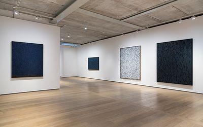 Exhibition view: Ha Chong-Hyun, Almine Rech Gallery, Grosvenor Hill, London (1 June–29 July 2017).