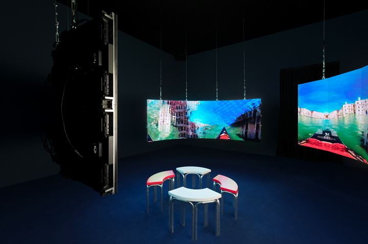 Hito Steyerl, Leonardo's Submarine (2019). Video installation, environment, three-channel HD video, colour, sound. 9 min 30 sec. Environment: three curved screens made of LED panels. Dimensions variable. Exhibition view: May You Live In Interesting Times, 58th Venice Biennale, Giardini (11 May–24 November 2019). Courtesy the artist, Andrew Kreps Gallery, New York; Esther Schipper, Berlin. Photo: © Andrea Rossetti.