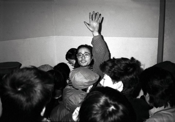 Wu Shanzhuan performing Big Business (Selling Shrimps) as part of China/Avant-Garde, National Art Museum of China, Beijing (5 February 1989). Courtesy the artist.