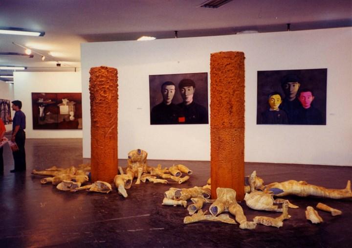 Exhibition view: Chinese Exhibition, 22nd International Biennial of São Paulo (12 October–11 December 1994). Courtesy Hanart TZ Gallery.