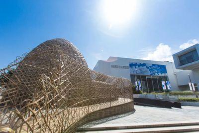 """王文志,《庇护所》,2017。展览现场:""""北美馆修馆期间广场计划"""",台北市立美术馆(2017年10月7日至2018年4月1日)。图片提供:台北市立美术馆。"""