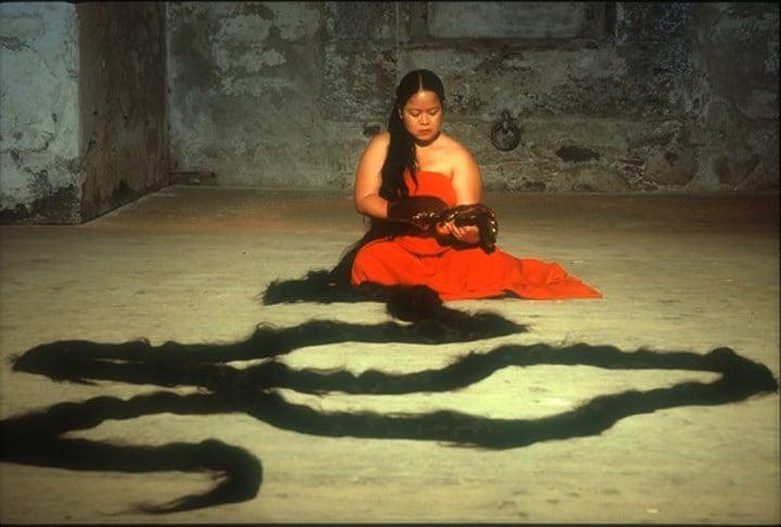 Melati Suryodarmo, The Promise (2002). Documentation of performance at Body Basic, Trans art 02, Franzenfestung, Brixen (2002). Courtesy the artist. Photo: Oliver Blomeier.